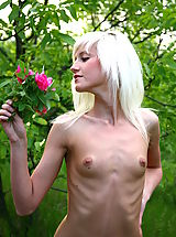 Tiny Tits, Very skinny blonde girl poses naked and shows her small tits during outdoor showoff.