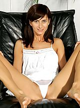 Sapphic Erotica Pics: Come and enjoy this speculum play fun with ravishing teen