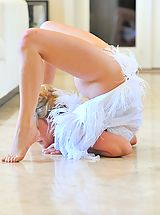 Small.Tits Pics: Jessica the beautiful contortionist